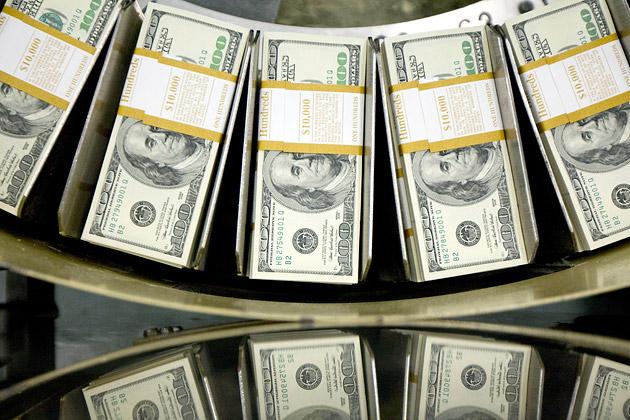 Dollaro in lieve flessione